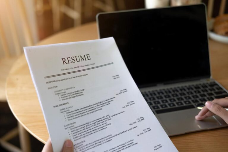 Know the tools of Resume build to achieve a clean and fruitful CV.