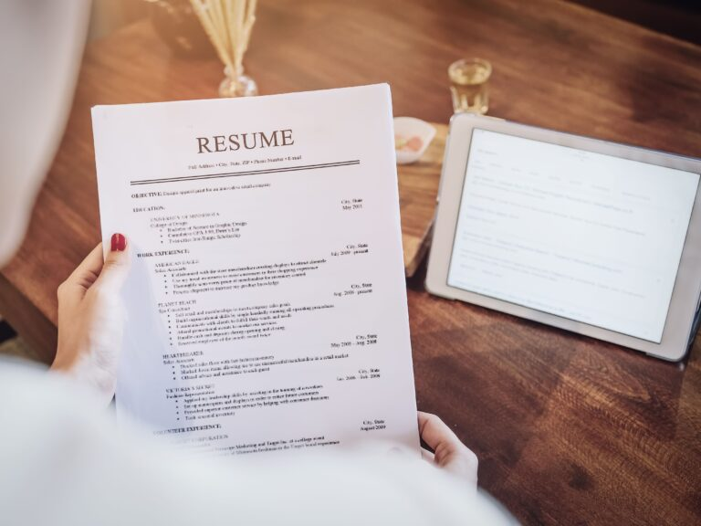 On the web, just a click away, it is easy to get a resume build according to the expectations of employers